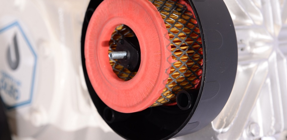 reparatiehandleiding zelf luchtfilter vervangen. afbeelding van een gemonteerd luchtfilter