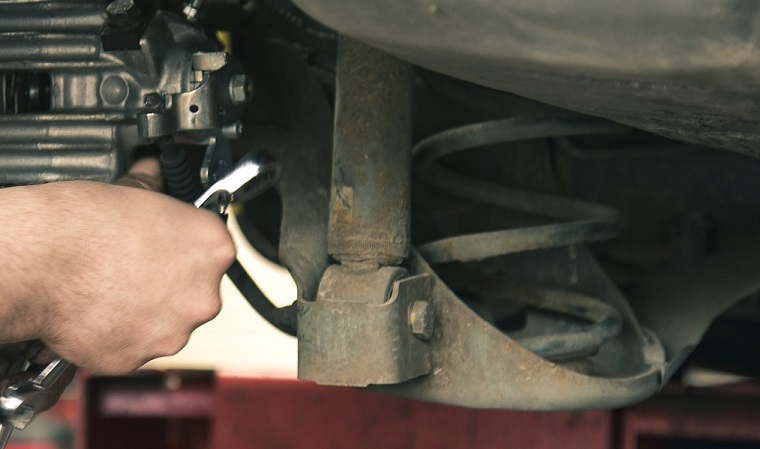 Autoveren en chassisveren informatie, afbeelding sleutelen aan chassisveer